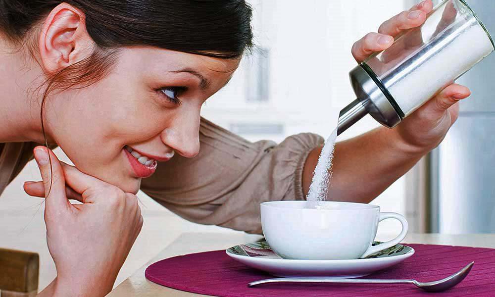 Tụt huyết áp uống nước đường là quan điểm không sai nhưng chưa đúng tuyệt đối